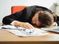 うまく眠れない 睡眠不足の原因は?