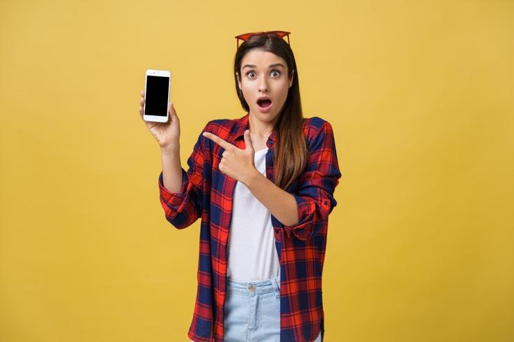携帯キャリア決済が簡単に出来て驚く女性