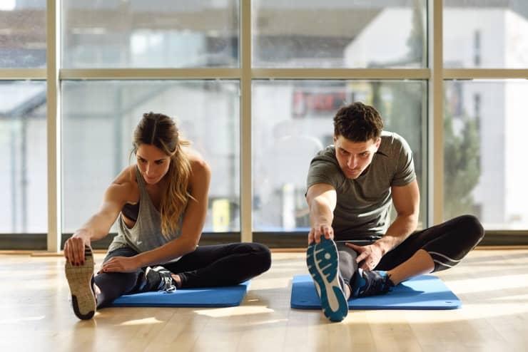 パーソナルトレーナーと理想の体作りをおこなう